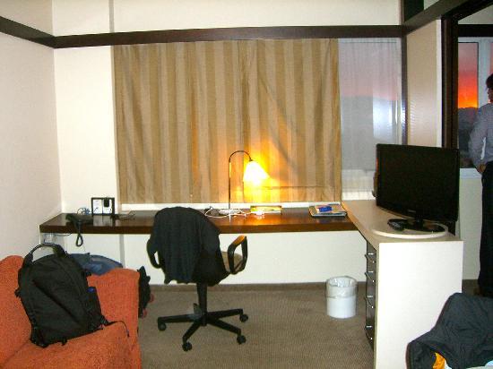 Quality Suites Alphaville: work desk