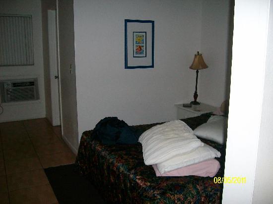 Sunrise Motel: Bedroom Area