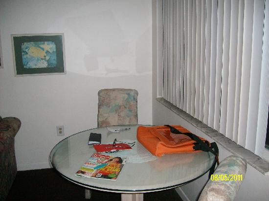 Sunrise Motel: Dining Area