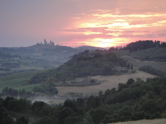 Agriturismo Croce di Bibbiano: Sunset at San Gimignano Vistas
