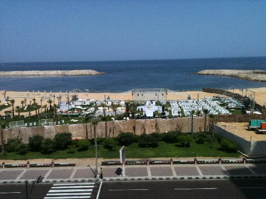 Four Seasons Hotel Alexandria: Hochzeitsvorbereitungen am Hotelstrand
