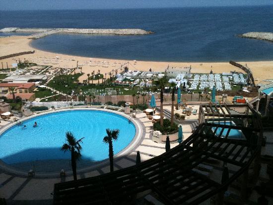 Four Seasons Hotel Alexandria : Blick aus dem Zimmer auf Hotelpool und -strand