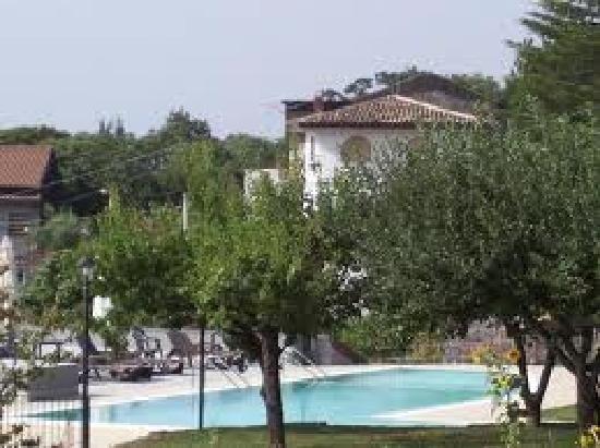 La Pietra Antica O'Munti: La piscina è dotata di due parti,di cui una destinata agli adulti,e la seconda ideata per i bamb