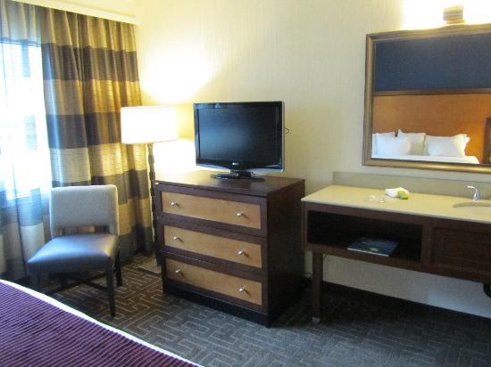 the lobby picture of embassy suites by hilton atlanta. Black Bedroom Furniture Sets. Home Design Ideas