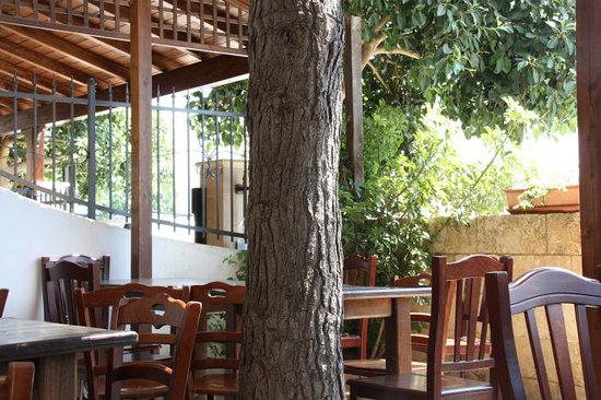 Scoglio di Pirro: dettaglio della veranda esterna