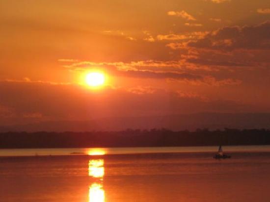 Culgoa Point Beach Resort: Stunning Sunsets most nights