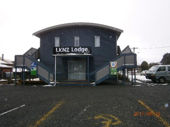 LKNZ Lodge : They claim not to belong to Int. YH and BBH but the signs say otherwise.