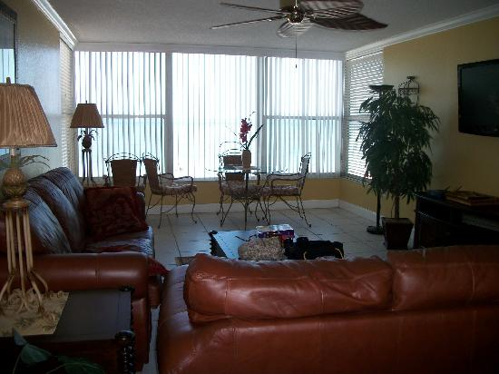 Madeira Vista Condominiums: Living Area