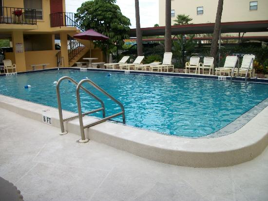 Madeira Vista Condominiums: Pool :)