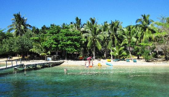 Tongan Beach Resort: Stunning resort...white sand and great snorkeling!