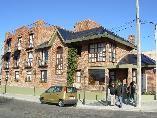 Ayres Hotel: Frente del Hotel AYRES (Habitaciones con balcón a la calle)
