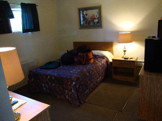 Twin Pines Motel: Room 10. Clean and simple.