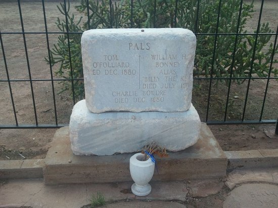 Fort Sumner, Nuevo Mexico: Close up of Billy's grave site headstone