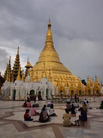 Chatrium Hotel Royal Lake Yangon : Shwedagon Pagoda