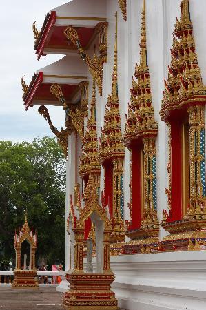 วัดไชยธาราราม (วัดฉลอง): Temple