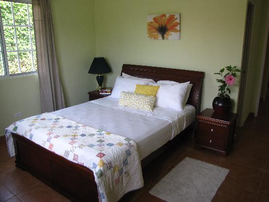 Maple Leaf Bed and Breakfast : Red Hat Room