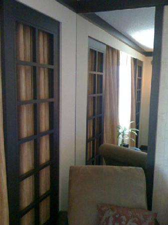 Miyako Hotel Los Angeles: Room shot