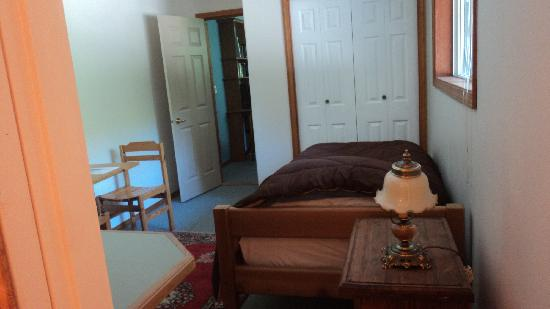Miracle Beach Inn: Beaver creek - single bed