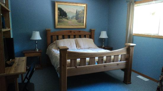 Miracle Beach Inn : Beaver creek - queen size bed