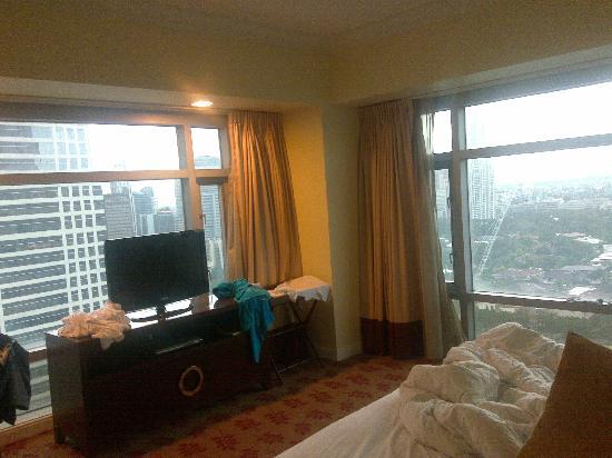 Ascott Makati: floor to ceiling windows