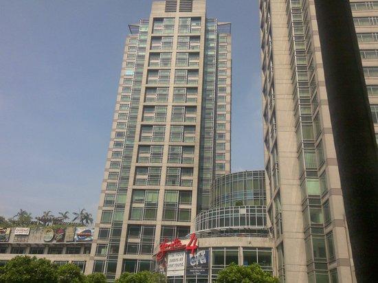 Ascott Makati : outside