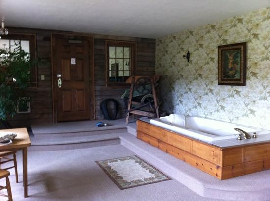 Chanticleer Guest House: the stables suite