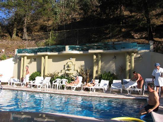 Hotel Termas de Reyes. La piscina de agua termal.