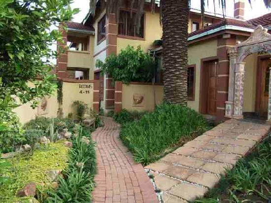 Acre of Africa Guesthouse : Lovely garden walkways