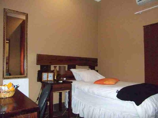 Acre of Africa Guesthouse : Single room 13 , small but cosy and cheap