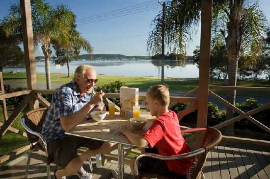Belmont, Australië: Breakfast in Waterfront Villa