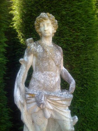 Thorpe Lodge: One of the statues in the beautiful garden