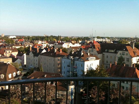 Dorint Hotel An der Kongresshalle Augsburg: Vom Balkon aus hat man einen prima Blick über Augsburg.
