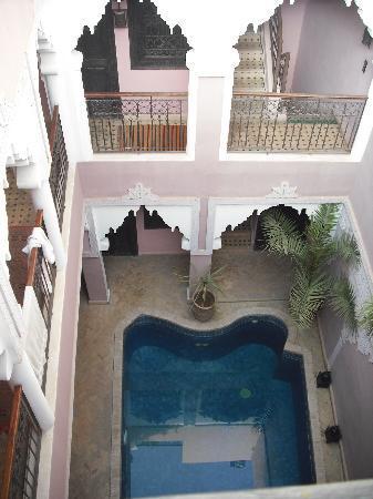 Riad des Etoiles : el patio visto desde terraza