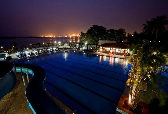 The Federal Palace Hotel : Pool and waterslide with view of harbour at night