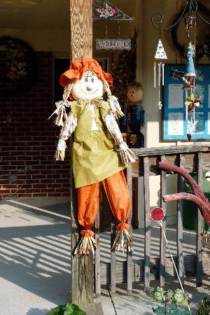 Hidden Valley Motel: One of the many scarecrows!