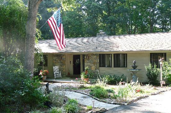 Acorn Bed and Breakfast at Mills River: Acorn Bed and Breakfast