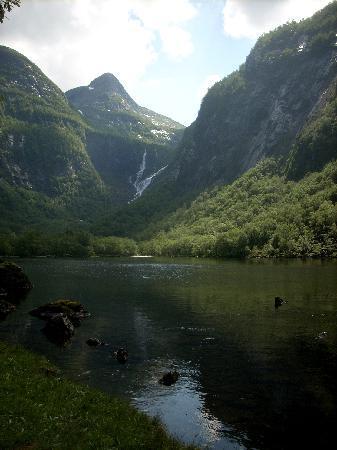 Brekke Cabins: A dayhike up to a nearby lake