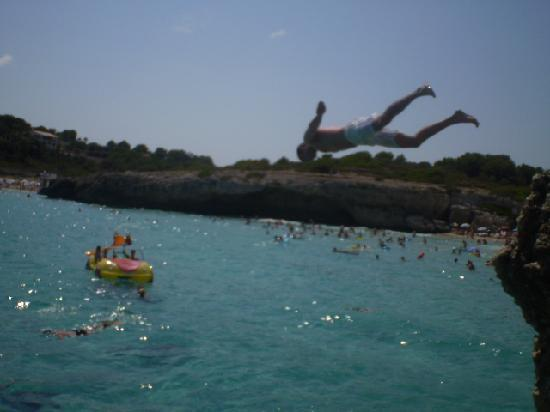 Complejo Calas de Mallorca : jumping into sea of rock