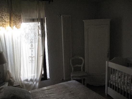 b&b Your Nest: Schlafzimmer mit Kinderbett