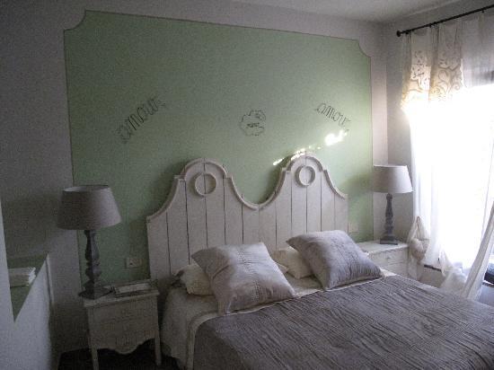 b&b Your Nest: Schlafzimmer Blick auf's Bett