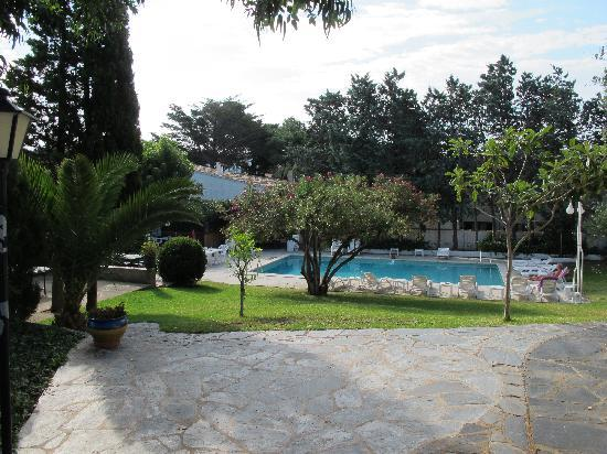 Hotel Misty: Le calme à la piscine