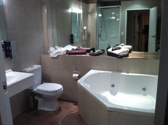 Kiwi Studios Motel: 10/10 bathroom