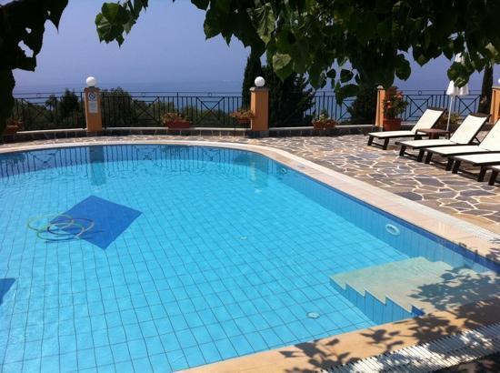 Dina's Paradise Hotel & Apartments: view of the pool