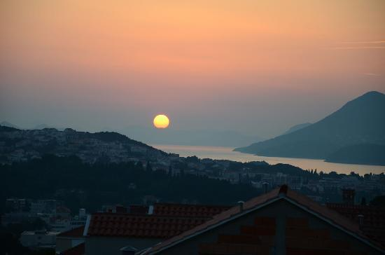 Bilicic Apartments: View of the sunset from the balcony.
