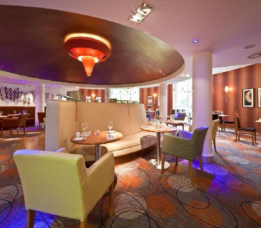 Drayton Manor Hotel: Brasserie Restaurant