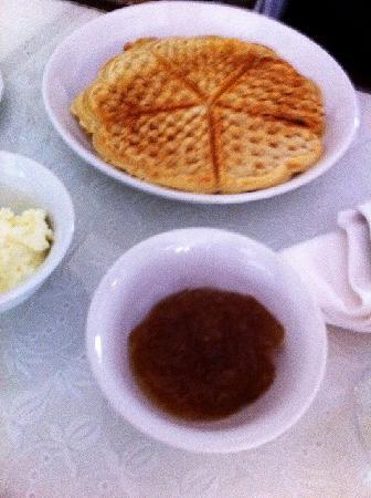 Hotel Khamvongsa: ワッフルの朝食