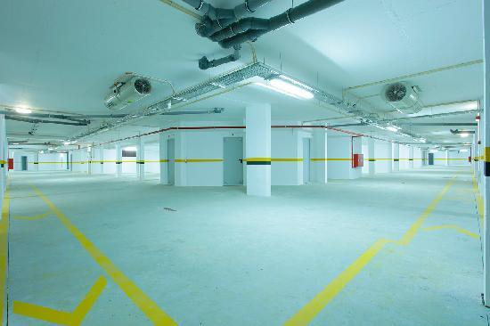 Sagres Time Apartamentos: Garage