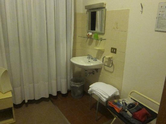 Hotel Alla Fiera: sink in the room