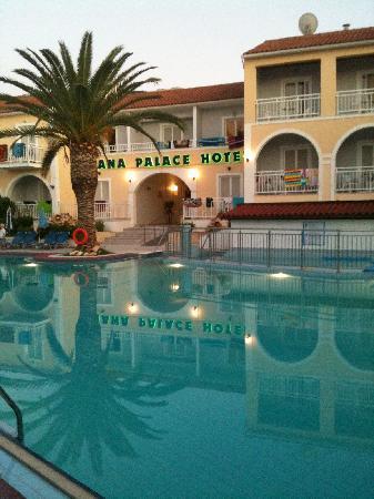 Diana Palace Hotel: interno dalla piscina