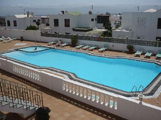 Tisalaya Apartments: vista piscina